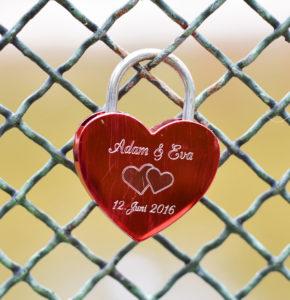 Liebesgeschenk - Graviertes Schloß an der Brücke